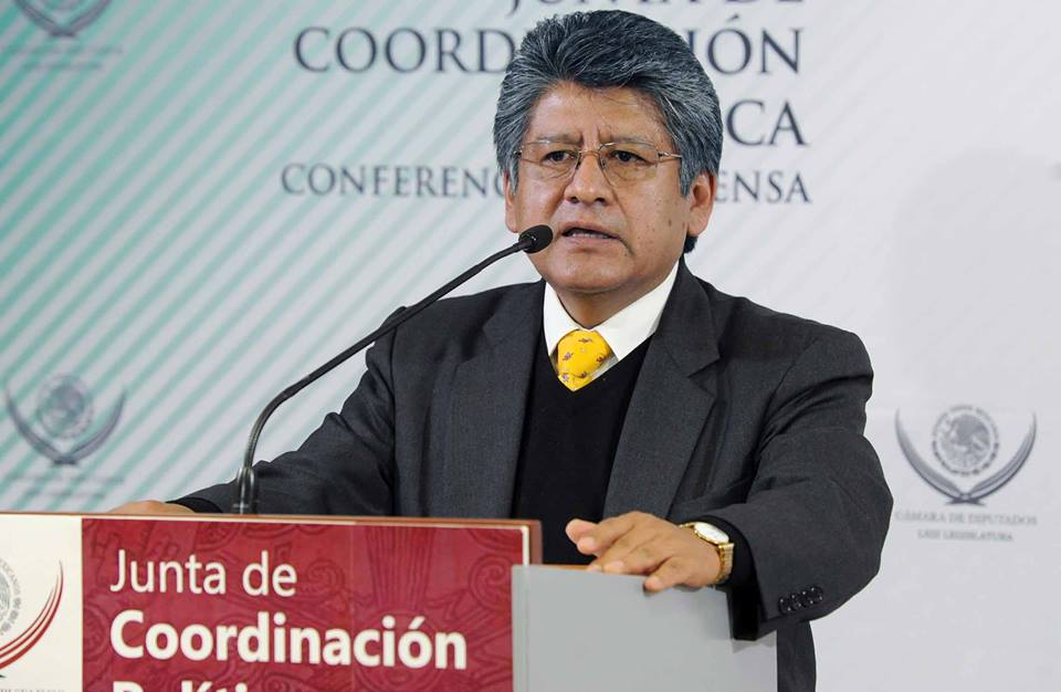 PIDEN COMPARECENCIA DE ILDEFONSO GUAJARDO POR ACUERDO AZUCARERO