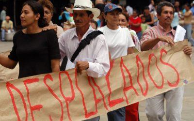 AUTORIDADES IGNORAN DESPLAZAMIENTO INTERNO POR VIOLENCIA: SENADORES