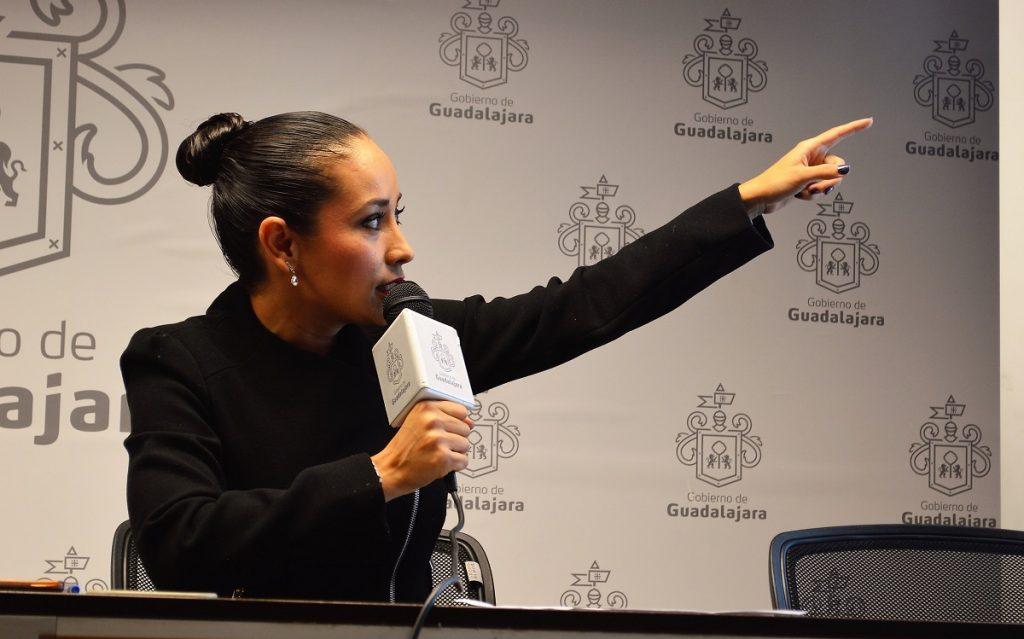 Ngeles arredondo acusa a polic a de extorsi n y exige for Salida de la oficina internacional de origen