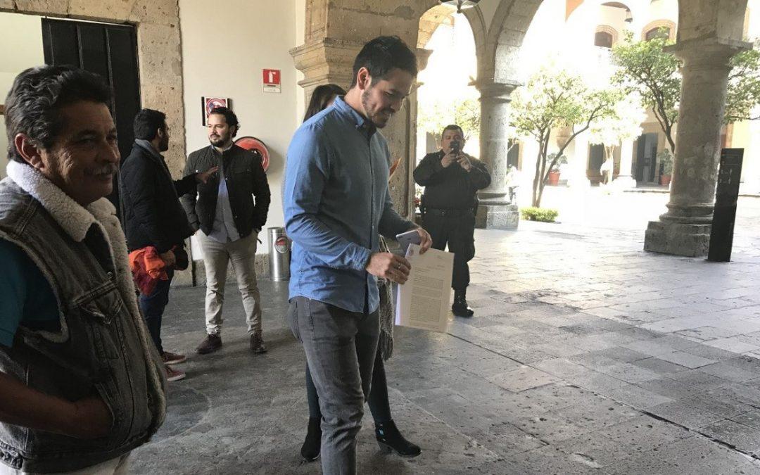 ALEJANDRO HERMOSILLO ABOGAR PORQUE EL GOBERNADOR DÉ LOS PERMISOS DE TAXIS
