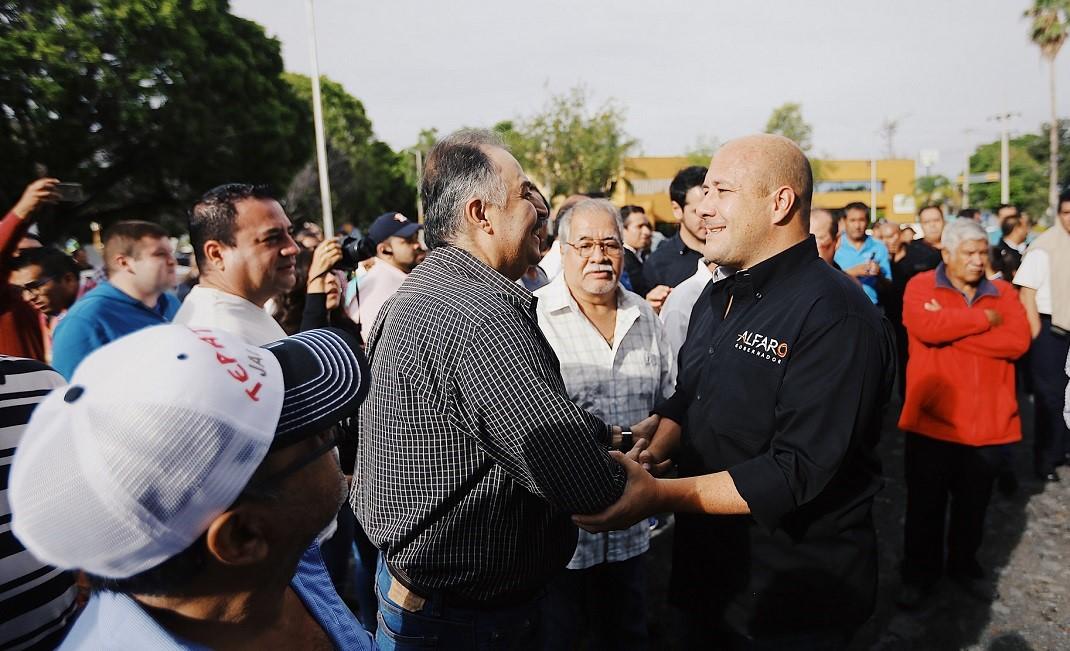 TENDRÁN TAXISTAS FONDO PARA EL RETIRO CON ALFARO