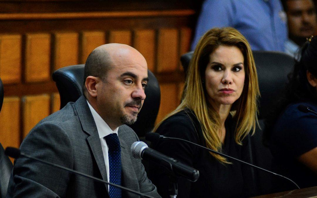 APARADOR POLÍTICO: MORENA ACUSA DE CONTRALOR CARNAL A DEL TORO