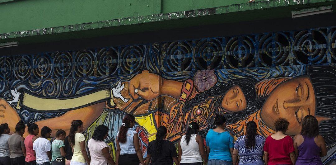 CENTROAMERICANOS HUYEN DE LA VIOLENCIA, NO DE LA POBREZA