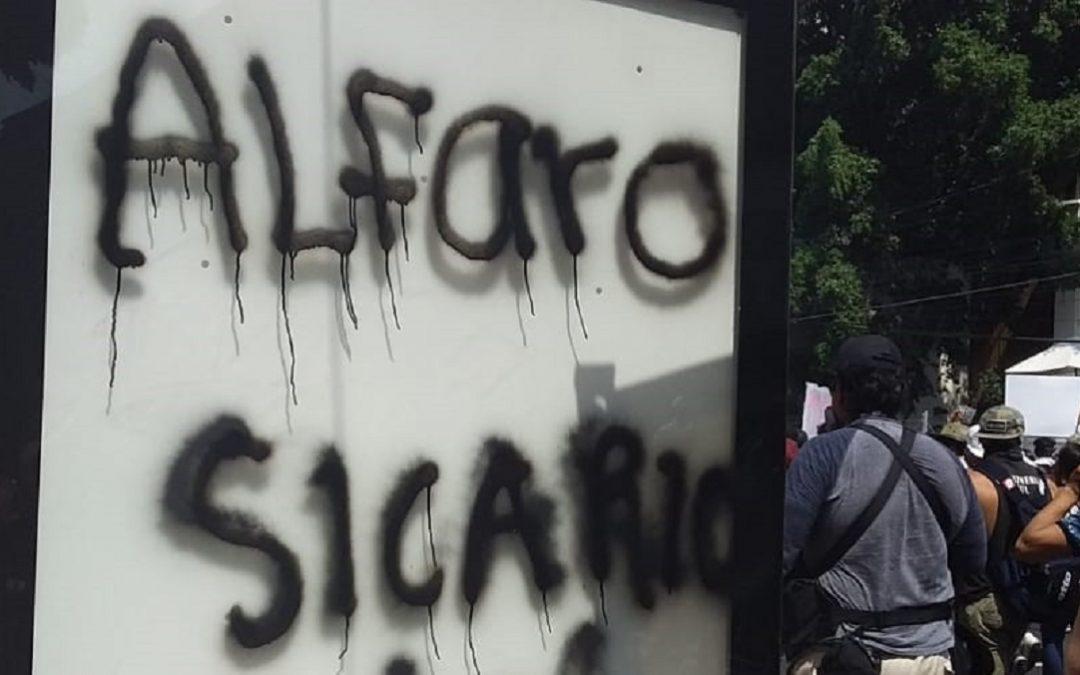 APARADOR POLÍTICO: CASO GIOVANNI RIDICULIZA GOBIERNO DE ENRIQUE ALFARO