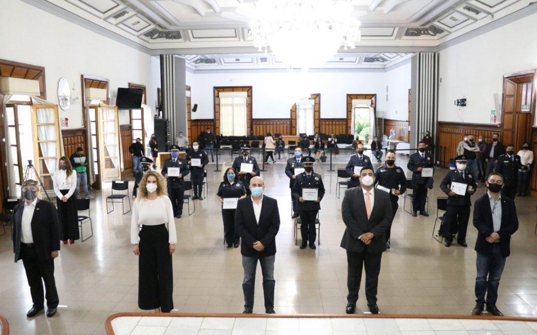 GDL RECONOCE A POLICÍAS POR SU TRAYECTORIA