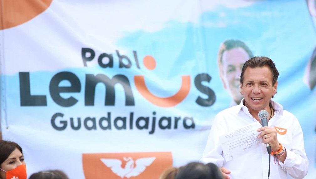 PARA FAVORECER A LEMUS GDL ENTREGÓ TINACOS Y CALENTADORES